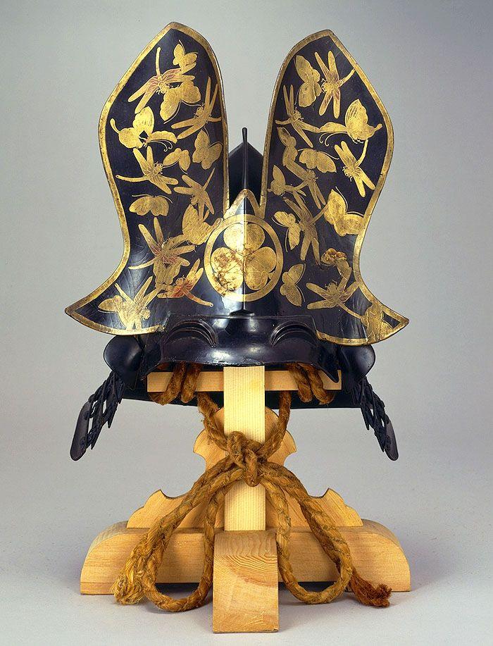 Armadura de la distanía Tokugawa en la cual se pueden apreciar estampados de libélulas.
