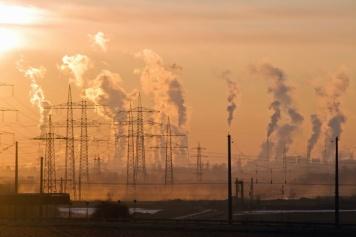 Contaminación aérea en una industria de Oklahoma. Fuente: Wikipedia